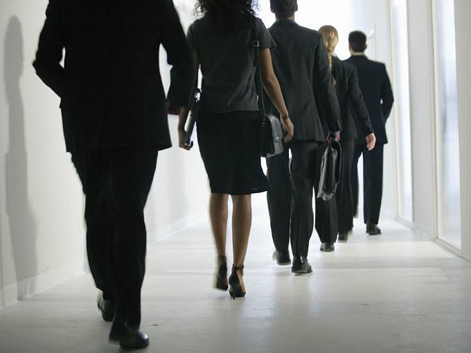 Más inversionistas dicen no a sueldos exorbitantes de ejecutivos