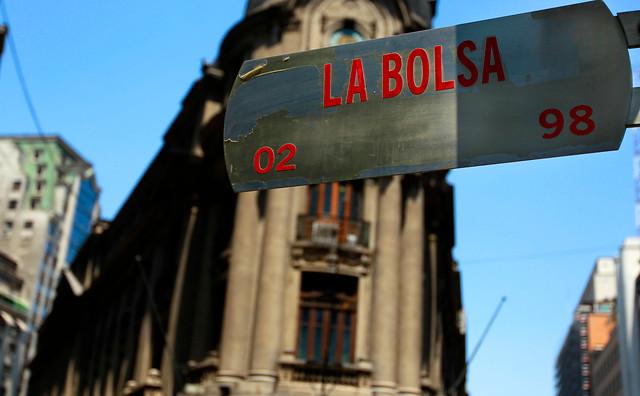 Contratos por Diferencia, el otro negocio financiero no regulado donde operadores en Chile se hacen millonarios