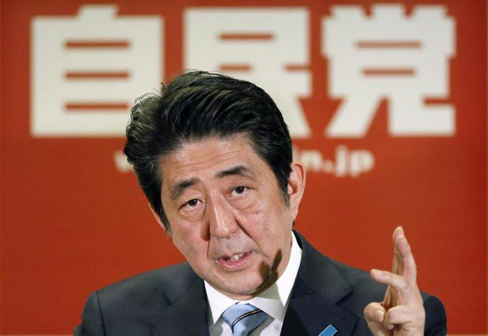Shinzo Abe aboga por la continuidad de su programa económico tras ganar elecciones anticipadas en Japón