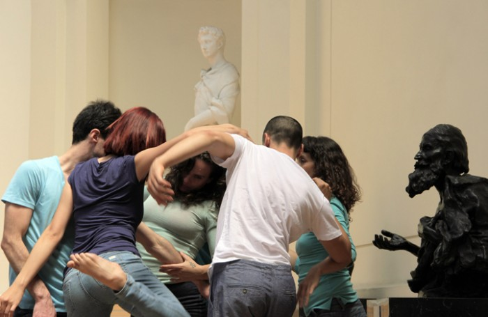 Intervención artística invita a bailar a los visitantes del Museo Nacional de Bellas Artes
