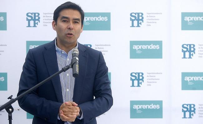 Superintendentes de Bancos y de Valores entran a cuadro de honor de la FEN, el mismo en el que nunca le hicieron espacio a Alberto Arenas