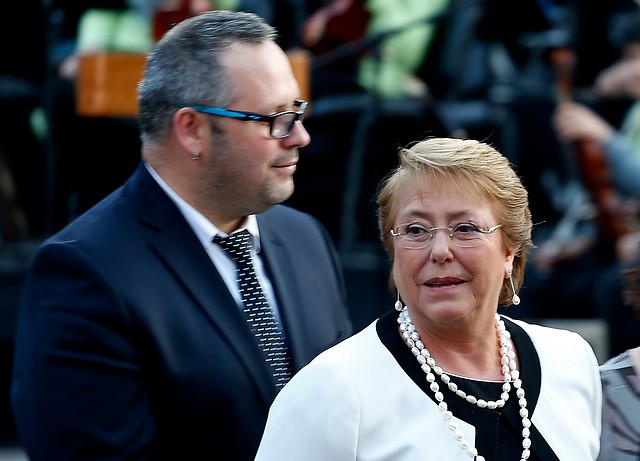 Encuesta Cadem: Caso Caval impacta popularidad de Bachelet y la mayoría cree que sabía con anterioridad del negocio que involucra a su hijo