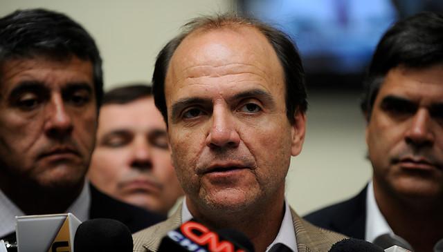 Reclamo de la UDI obliga a que Monckeberg  pida a sus parlamentarios bajar  el tono de las críticas por el caso Penta