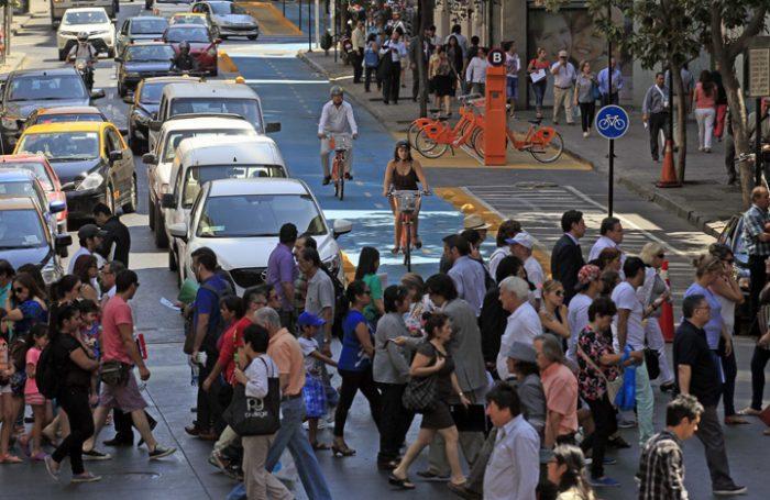 Aumenta el uso de la bicicleta en Santiago pero no hay dónde estacionar