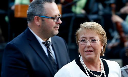 La compleja permanencia de Dávalos en La Moneda y el dilema de la Presidenta Bachelet