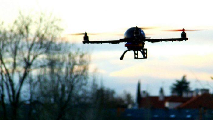 Al menos cinco drones sobrevolaron de madrugada puntos estratégicos de París