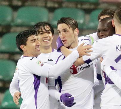 Sábado de chilenos en el exterior: gran triunfo de Fiorentina y Díaz sufre goleada