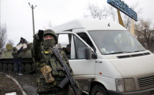 Ucrania repele avance rebelde a la espera de que EEUU le suministre armamento