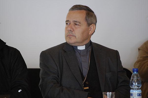 Se triza el blindaje de Barros: el Papa envía al arzobispo de Malta para escuchar a las víctimas de Karadima