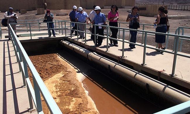 Grupo Luksic saca cuentas alegres con la venta de Aguas de Antofagasta: colombianos pagaron casi 5 veces el precio al que la compraron al Estado