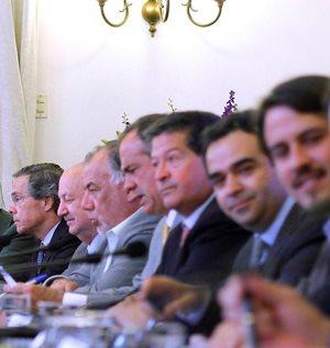 Adelantar las elecciones se instala en la agenda en medio de crisis de legitimidad de la política