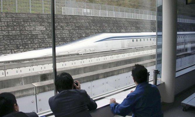 Tren japonés bate el récord mundial al superar los 600 kilómetros por hora