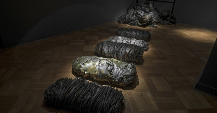 """Exposición """"Tumulto"""": el cochayuyo chileno como material para esculturas"""