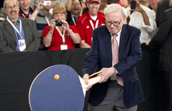 Carta anual de Warren Buffett a sus accionistas vuelve a generar polémica: ataca a Trump y da un nuevo golpe a la industria de gestión de fondos