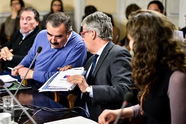 """""""La táctica del repliegue"""": la jugada de la Nueva Mayoría para destrabar el conflicto con los profesores"""