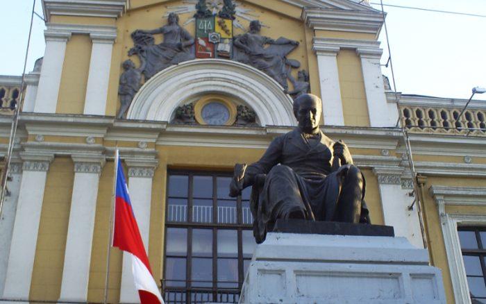 ¿Tiene universidades el Estado de Chile?