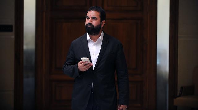 Hugo Gutiérrez responde a Ravinet por supuesta campaña difamatoria contra las FFAA: