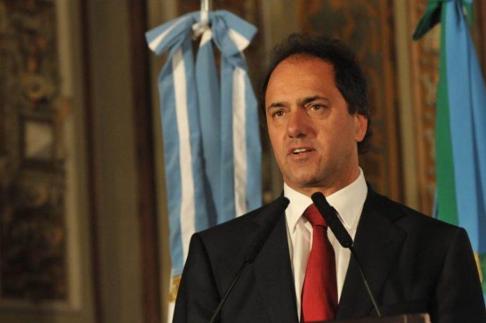 Argentina corre el riesgo de impulsar a los tenedores de bonos a la acción en tanto Scioli endurece su posición