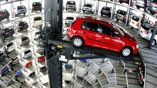 Volkswagen se hunde aún más en la crisis en tanto CEO apunta a investigación exhaustiva