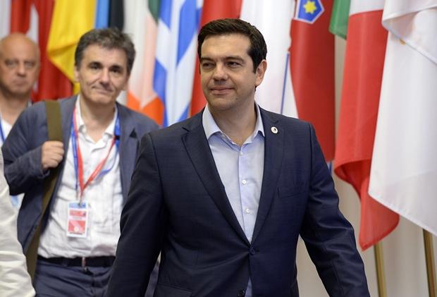 La eurozona alcanza un acuerdo con Grecia por unanimidad, pero impone medidas draconianas a los helenos