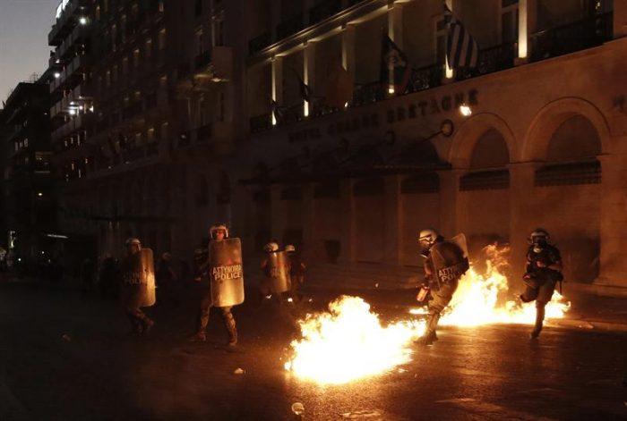 Crisis griega: miles de personas se manifiestan en Atenas contra la aprobación de reformas
