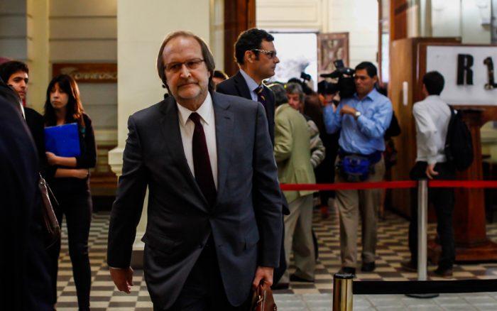 El complejo debut de Davor Harasic como decano de Derecho de la Chile