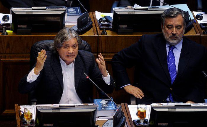 Oficialismo manda señal de autoridad y junto a la derecha aprueba remoción de Navarro de la mesa del Senado