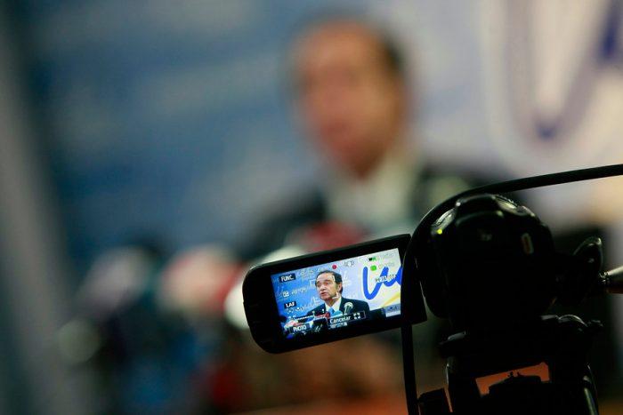 Periodista UDI hace lo que los parlamentarios no: Renuncia tras verse involucrada en el escándalo de la basura