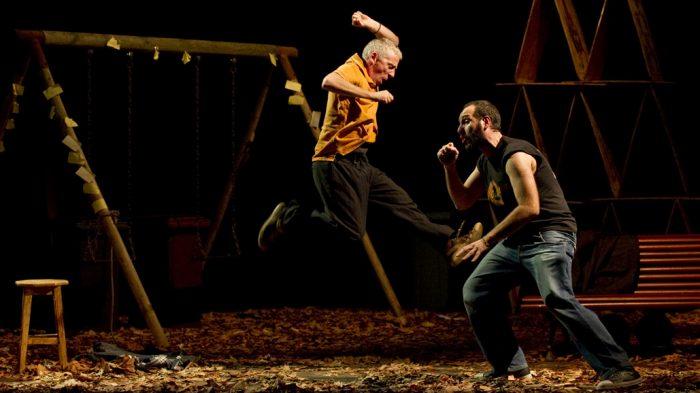 "Obra española ""Aquí va a pasar algo"" en Teatro Diego Rivera, Puerto Montt, miércoles 22 de julio"