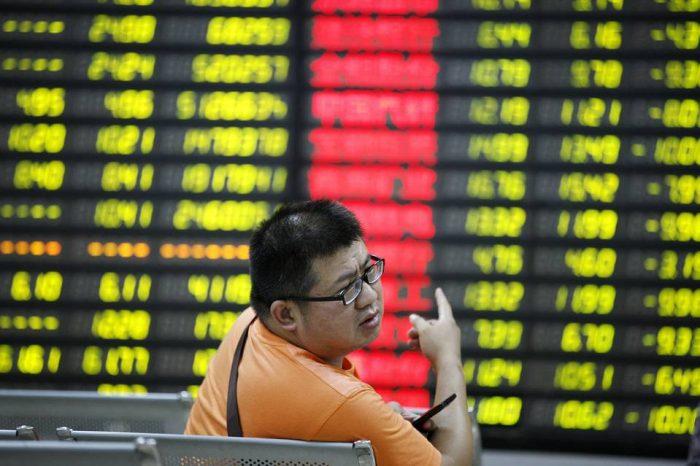A pesar del desplome, China dice a los inversores: adelante, apuesten la casa en la bolsa