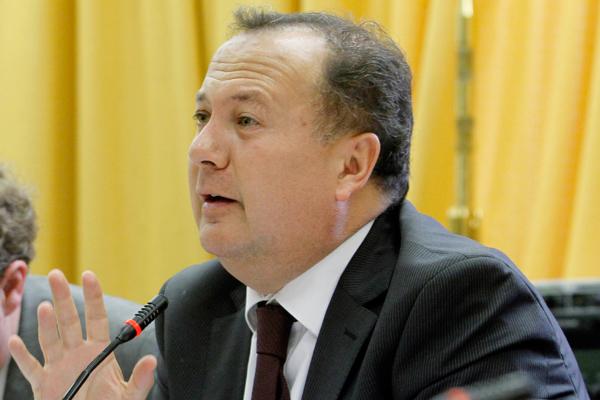 Presidente de la Comisión de Defensa de la Cámara calificó como impresentable la idea de rendir honores a Manuel Contreras