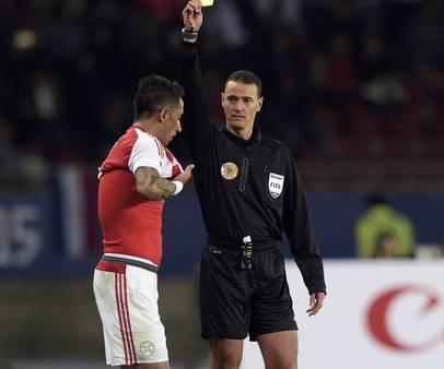 Arbitro colombiano dirigirá duelo Chile-Argentina