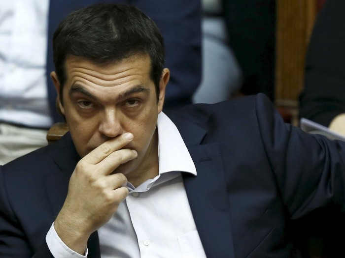 """Tsipras pasa de cazador a presa en cumbre de """"tortura"""" de la zona del euro"""