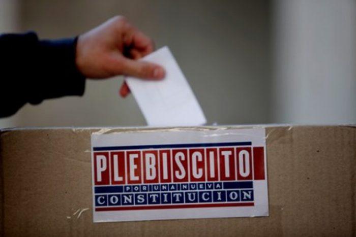 Parlamentarios socialistas proponen que en 2016 se haga un plebiscito para definir mecanismo de nueva Constitución