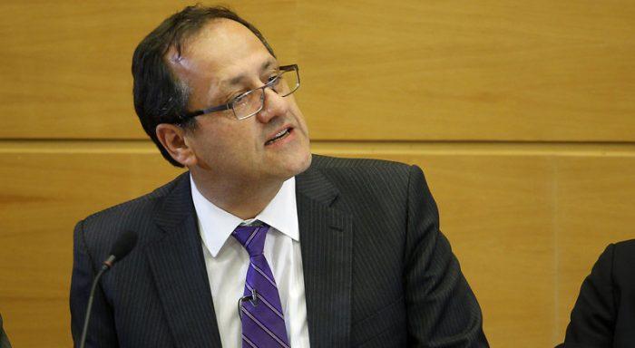 Harald Beyer aplaude lápida de Burgos a la Asamblea Constituyente: estaba la sensación