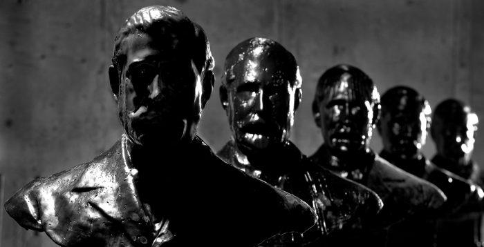 Artista exhibe los bustos calcinados de los Presidentes de la República en Mac de Parque Forestal