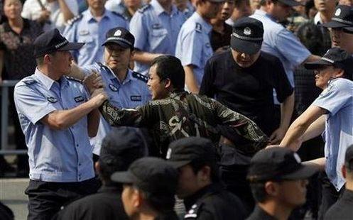 Prisión para 14 miembros de una secta que cree que Jesús es una mujer china
