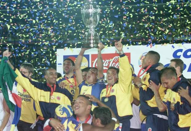 Efemérides: El natalicio de un futbolista clave en la historia de Colo Colo y la primera consagración continental de Colombia