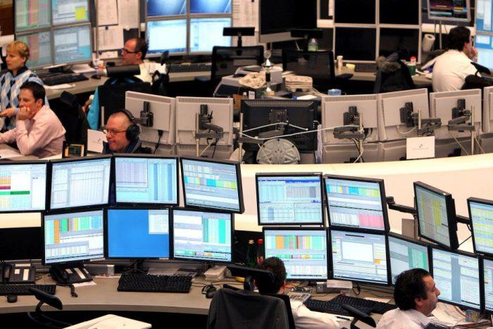 Compradores de bonos preparan sus defensas para 2016