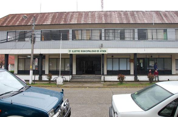Contraloría ordena sumario administrativo en Municipalidad de Aysén por recibir donación de Central Hidroeléctrica