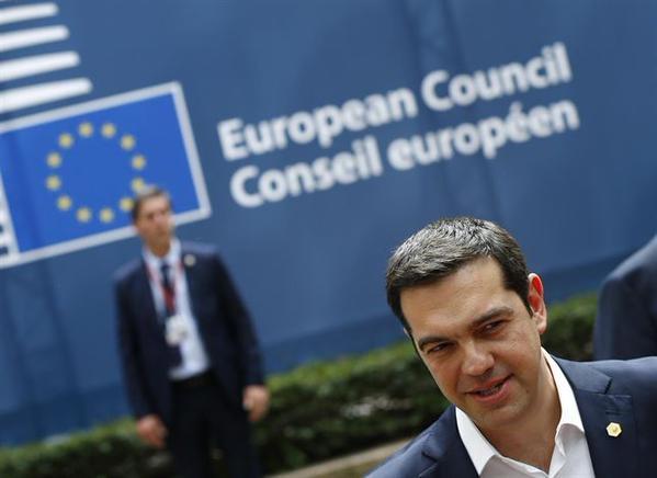 Grecia empieza a alejarse de la Zona Euro tras aplastante triunfo del
