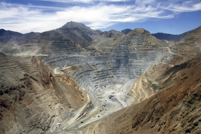Revés para minera de Grupo Luksic en disputa con Glencore: Sernageomin dice que no encargaron ni validaron estudio de SGS