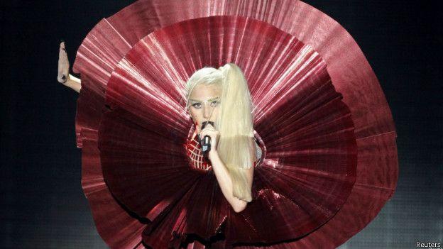 A la cantante Lady Gaga se la ha acusado de pertenecer a los Illuminati.
