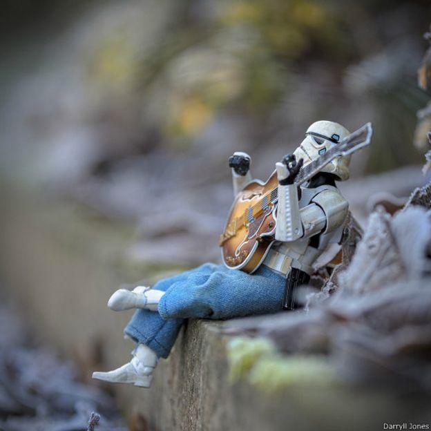 La idea siempre fue ubicar a su personaje haciendo cosas que tal vez los soldados de la Guerra de las Galaxias nunca harían.
