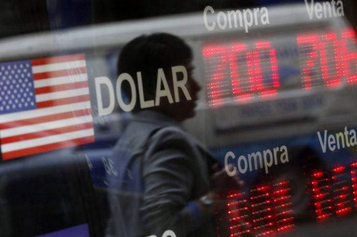 El efecto del covid-19: dólar revierte tendencia al alza y se aleja de los $810