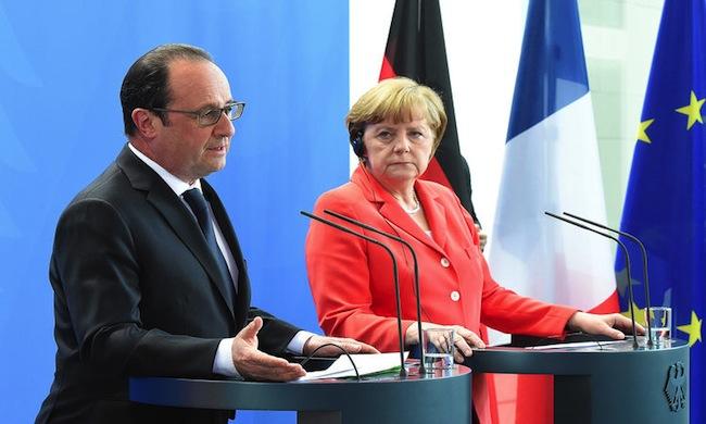 Merkel apoya ayudas a Grecia para reducir su deuda, pero descarta una quita