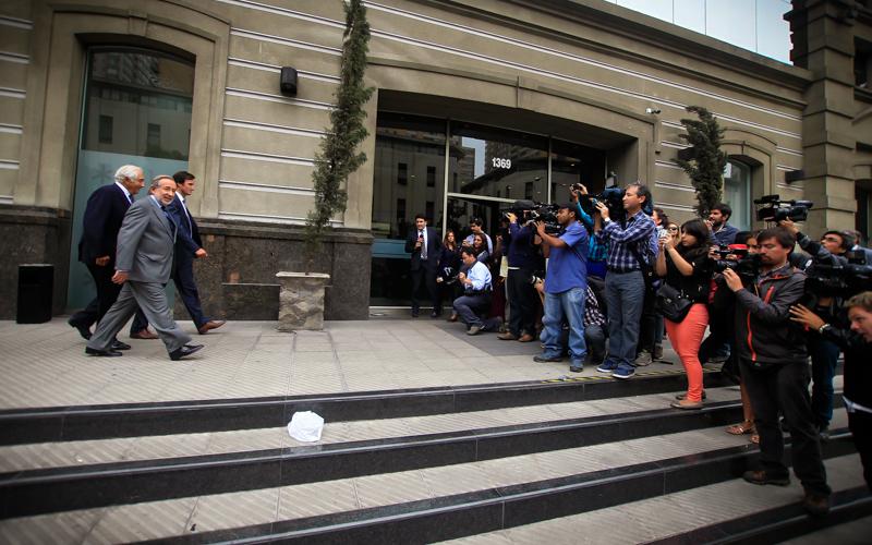 23 de Marzo de 2015/SANTIAGO  El ex senador UDI, Jovino Novoa, llega hasta la Fiscalia Nacional para declarar en el marco de la investigaci—n por supuestos delitos tributarios y presunto financiamiento ilegal de campa–as pol'ticas.  FOTO:CRISTOBAL ESCOBAR/AGENCIAUNO