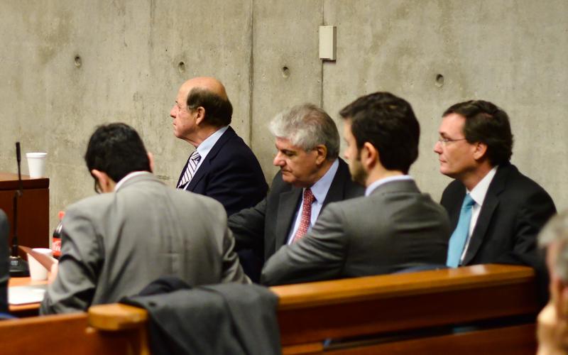 11 AGOSTO de 2015/ SANTIAGO Carlos Alberto Délano( i ) Carlos Eugenio Lavín ( c ) y ex subsecretario de Mineria Pablo Wagner ( d ) en audiencia de revisión de cautelares en el  Octavo juzgado de garantía del  Centro de Justicia de Santiago FOTO: PABLO ROJAS MADARIAGA/AGENCIAUNO