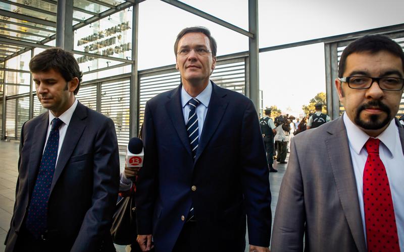 04 Marzo de 2015/SANTIAGO  Pablo Wagner (c), llego hasta el Octavo Juzgado de Garantía en el Centro de Justicia, para participar de la audiencia de formalización del denominado caso Penta. FOTO: SEBASTIÁN RODRÍGUEZ/AGENCIAUNO