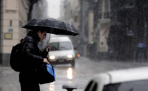 Dirección Meteorológica pronostica lluvia en la Región Metropolitana para este lunes